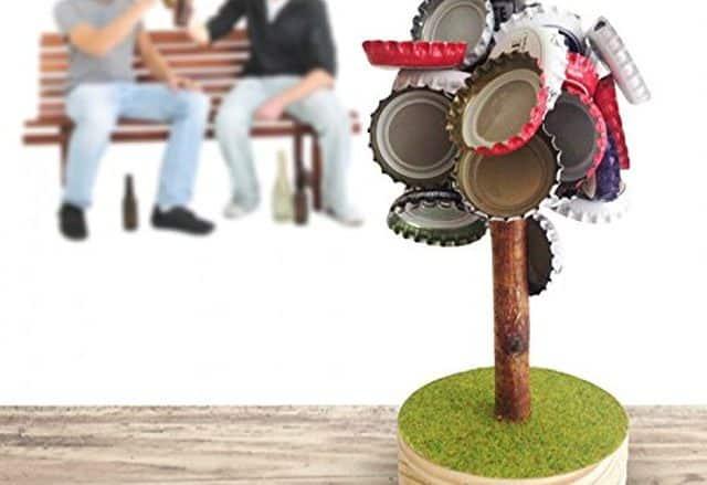 8 Vous en avez marre de voir des capsules de bière partout dans la coloc, demandez à acheter cet arbre magique. Elles vont toutes le coller