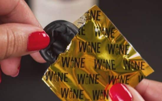 9 Le préservatif pour vin protégera sa bouteille de vin de l'air. Et il n'ajoutera pas de hauteur à sa bouteille. Donc fastoche de la ranger dans votre frigo