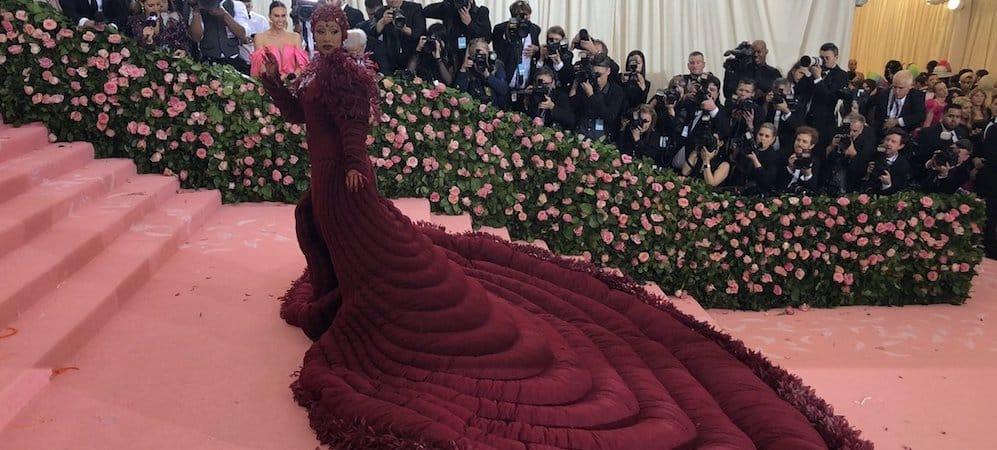 Cardi B: sa robe en hommage aux menstruations fait fermer le Met Gala 2019 !