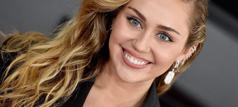 Miley Cyrus dévoile sa poitrine avec une photo très sensuelle !