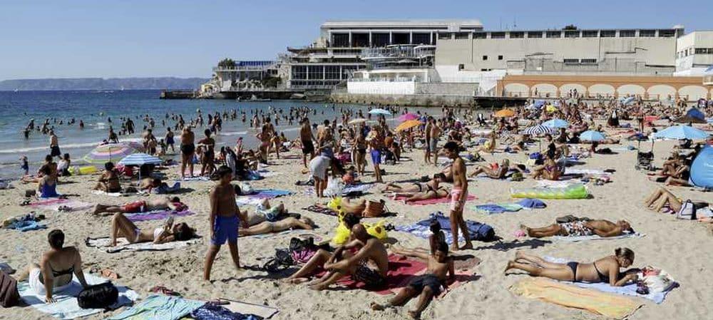 Été-2019-20-indispensables-à-emporter-à-la-plage-ou-à-la-piscine-grande.jpg