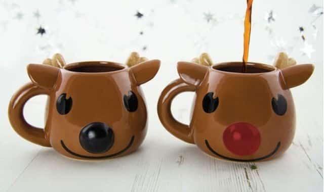 1 Lui, c'est Rudolph, et ce mug qui vous rappelle évidemment les rennes du Père Noël. Il fera un cadeau parfait pour le secret santa