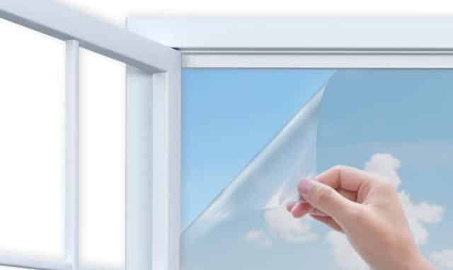 1 Votre appartement est plein soleil et vous voulez lutter contre la canicule Installez ce film anti chaleur pour fenêtre