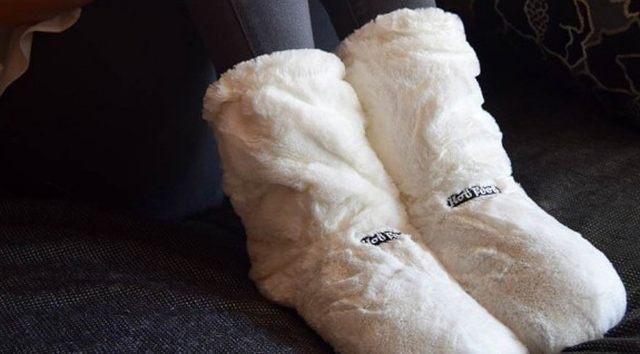 13 Ses pieds méritent ce qu'il y a de mieux, et surtout en hiver. Ils ont si froid, il faut les réchauffer et nous avons la solution idéale des chaussons chauffants