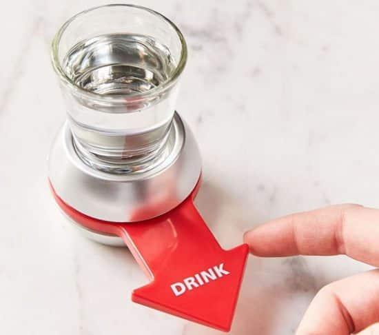 15 Vous connaissez le jeu de la bouteille Et bien voici une version un peu plus fêtarde