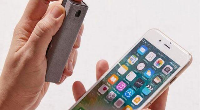 17 Des traces de doigts, de la poussière son écran de portable est toujours crado Aidez le à le nettoyer