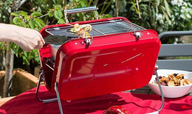 18 Ton meilleur pote est le roi des barbecues, offrez lui cette valise à grillades. Il va être comme un fou en la voyant
