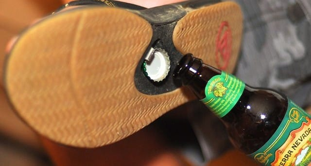 18 Vous aimez bien la bière, cet été pensez à avoir ces sandales décapsuleurs sur la plage ou aussi au bord de la piscine