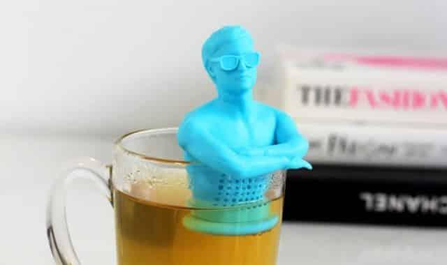 2 Hey girl, je peux t'offrir une cup of tea Laissez vous draguer par Tea Man. Il vous préparera un très bon thé
