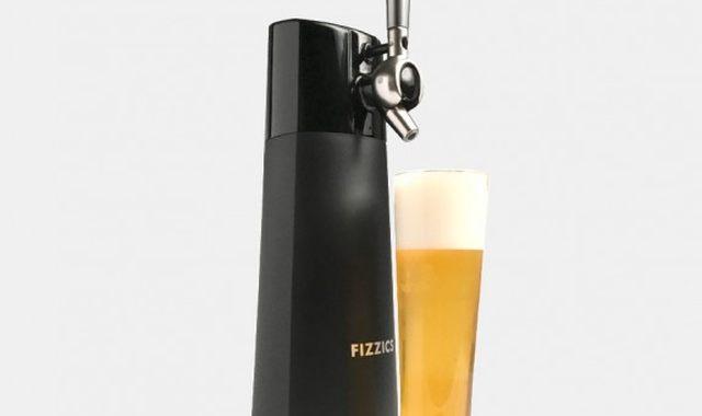 2 Ton meilleur pote adore la bière, offre lui une tireuse pour ses 20 ans. Promis il saura en faire bon usage