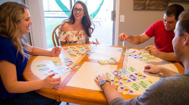 29 Skyjo, un jeu de société idéal pour se divertir et passer des soirées amusantes avec des amis et en famille