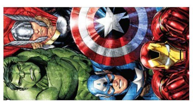 6 Et voilà un autre modèle de serviette de plage super héros avec Hulk, Thor, Iron Man et aussi Captain America