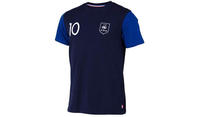 8 Votre meilleur pote est fan de foot, offrez lui un tee-shirt de l'équipe de France pour ses 20 ans