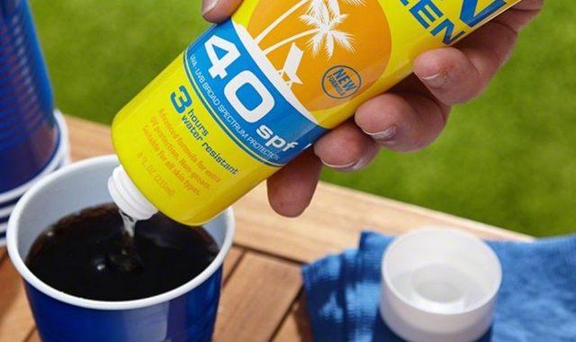 9 Baladez-vous avez votre boisson préférée où vous le souhaitez sans vous la faire confisquer grâce à la flasque crème solaire