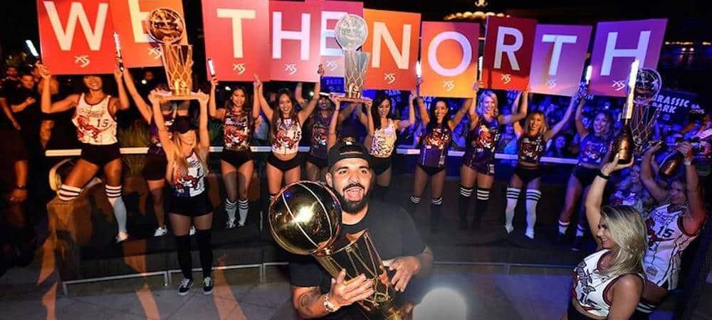 Drake célèbre comme il se doit la victoire des Raptors en NBA ! (PHOTO)