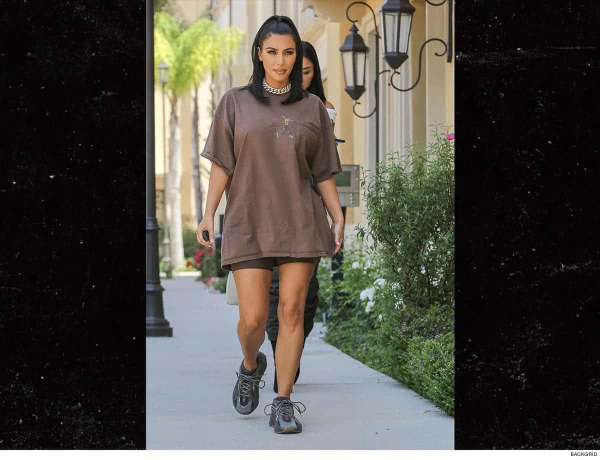 Kim Kardashian Travis Scott en haut, Kanye West en bas ! (PHOTO)