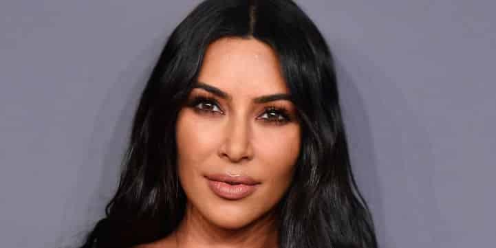 Kim Kardashian enlaçe un détenu et provoque la colère de la mère d'une victime