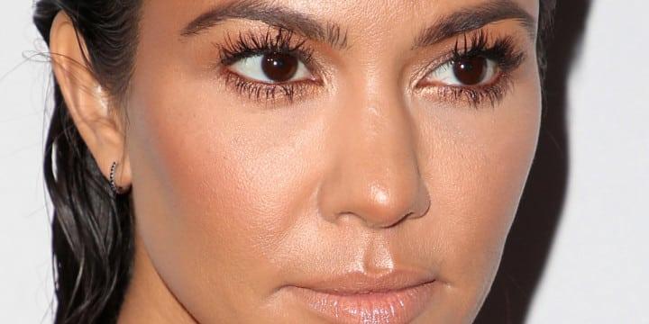 Kourtney Kardashian hyper sexy en rouge et noir ! (PHOTOS)