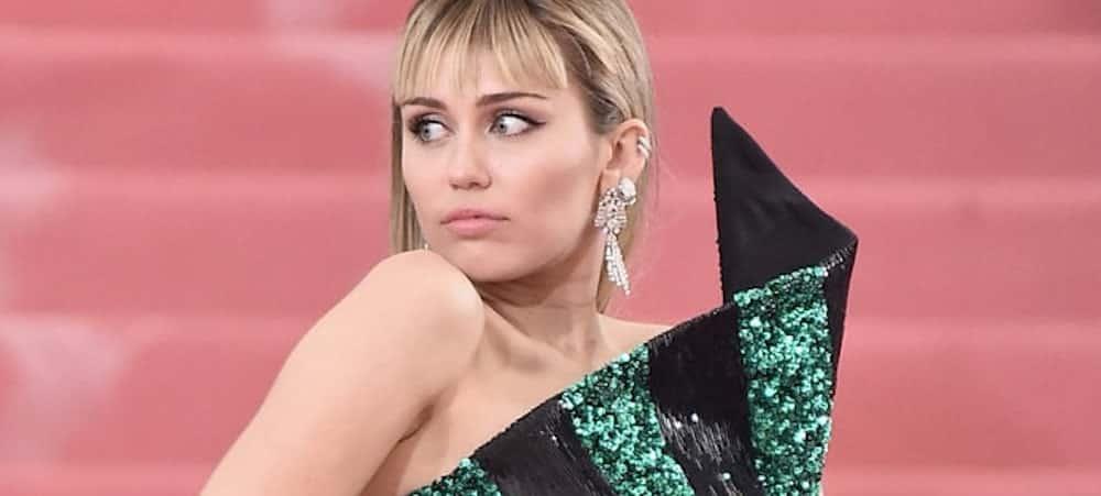 Miley Cyrus choisit entre les rivales Nicki Minaj et Cardi B !