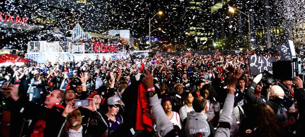 NBA: panique à la parade des Raptors, des coups de feu retentissent !
