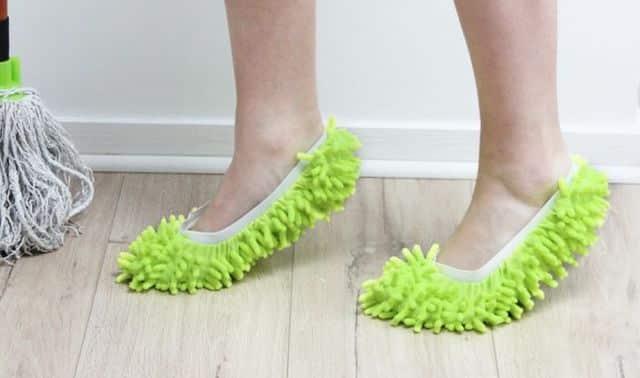11 Pour vous aider à faire le ménage, on vous conseille ces chaussons serpillière