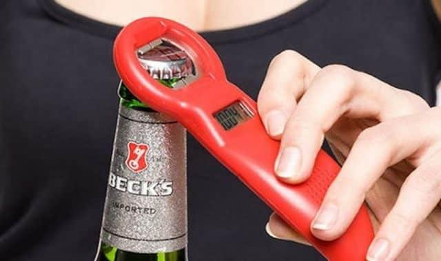 13 Pour ne plus oublier combien de bière vous avez bu en soirée, faites vous offrir ce décapsuleur compteur de binouze