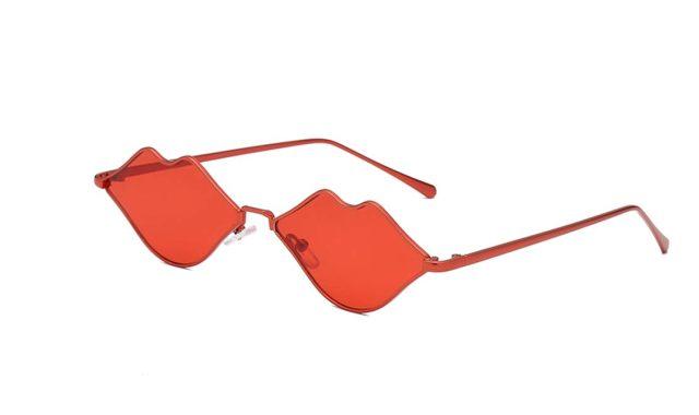 14 Mettez un peu de rouge et de bisous dans votre vie avec des lunettes de soleil originales qui feront de vous une personne unique