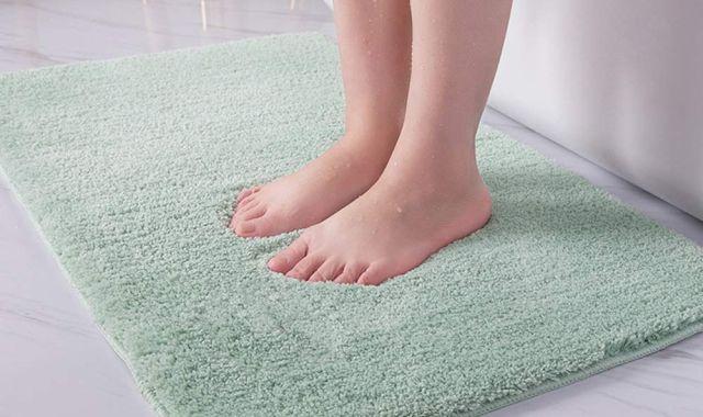 3 Pour ne plus glisser en sortant de la douche, il va vous falloir ce beau tapis de bain. Il peut vous sauver la vie
