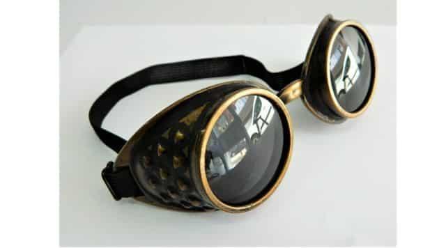 3 Tu étais fan du film Mad Max quand tu étais jeune Tu seras très fier de porter ce modèle de lunettes de soleil cet été