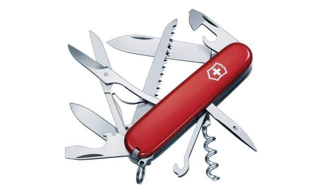 8 C'est un indispensable du pique-nique. Il permettra de couper, d'ouvrir des bouteilles de rosé ou de bières, le fameux couteau Suisse