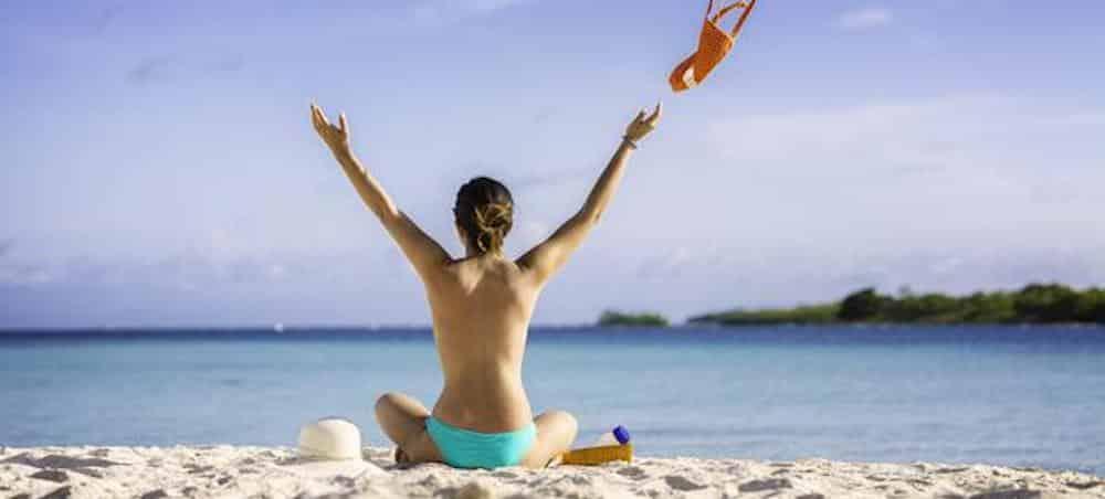 Topless: pourquoi les Françaises préfèrent dorénavant couvrir leur poitrine sur la plage ?