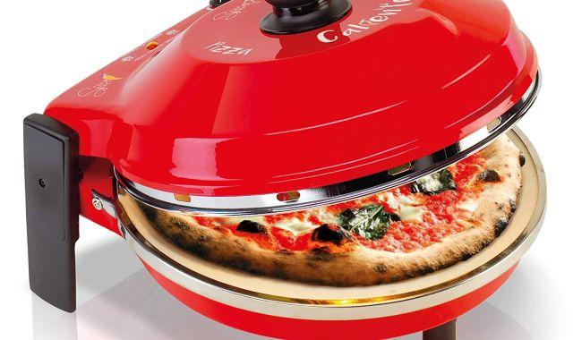 1 Pour faire des pizzas à vos potes, il vous faut un four. Et celui là est en plus hyper design et rouge