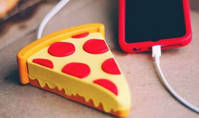 11 Pour recharger son iPhone, maintenant vous pouvez compter sur une part de pizza. Elle pourrai aussi recharger un Samsung, Huawei ou tout autre mobile