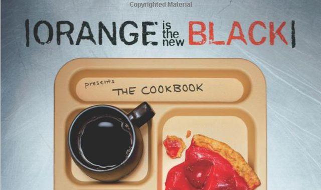 13 Tu veux cuisiner les mêmes plats que dans ta série préféré Ce livre de recettes te donnera tous les secrets culinaires de Orange is the New Black