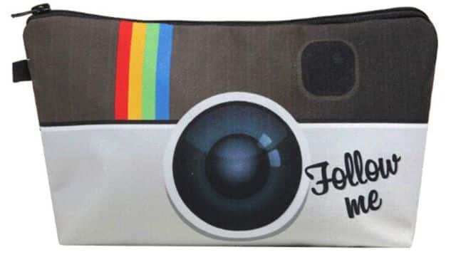 22 Les fans d'Instagram vont adorer cette trousse. Elle peut leur servir pour les cours ou aussi pour du maquillage