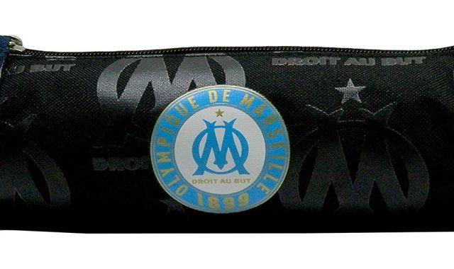 4 Il y a aussi une trousse pour le plus grand club de foot français, le seul et unique Olympique, l'Olympique de Marseille