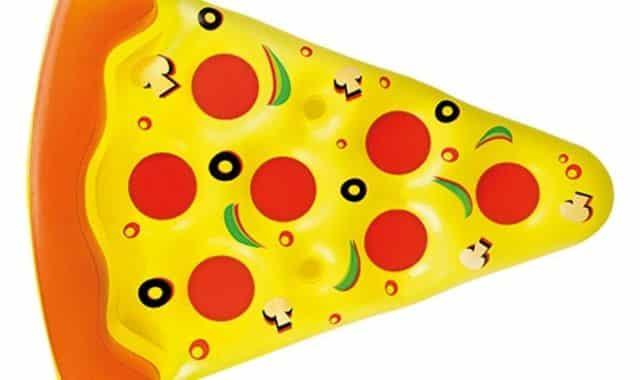 5 Pour faire plaisir à un fan de pizza juste avant de partir en vacances d'été, offrez lui cette bouée