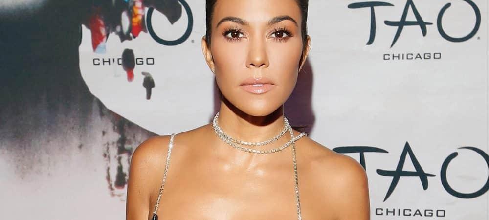 Kourtney Kardashian sublime dans une mini robe dorée: elle pose pour sa marque de thé ! (PHOTO)