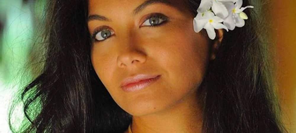 """Vaimalama Chaves se moque de ses """"bourrelets"""" en faisant le poirier ! (PHOTO)"""