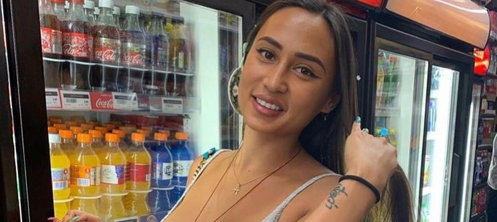 """Astrid Nelsia dévoile sa poitrine dans un top """"trop petit"""": les internautes voient rouge ! (PHOTO)"""
