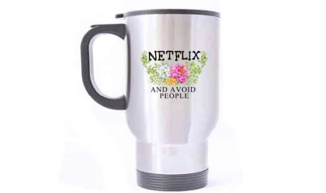 11 Hydrate toi aussi ou prends un bon café pendant ta série préférée sur Netflix avec ce mug à poignée
