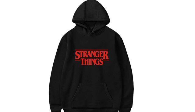12 Tu es fan de Stranger Things et aussi frileux, porte ce hoodie à chaque épisode pour ne pas attraper froid