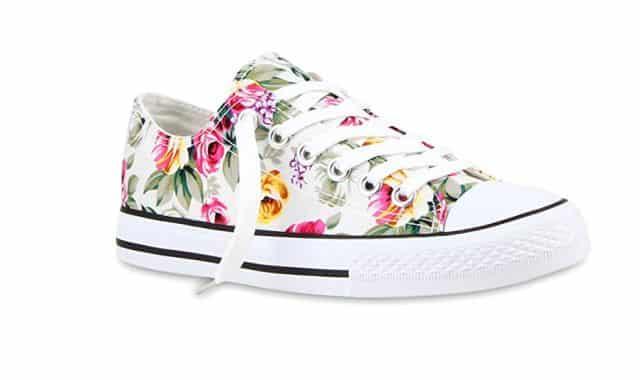14 Mettez une touche de couleur et de fleurs avec cette paire de sneakers