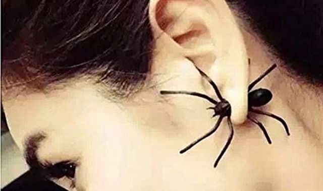 1 Tout le monde déteste les araignées ou presque. Ces boucles d'oreilles vont terroriser vos meilleurs potes