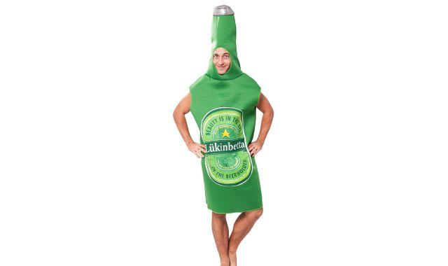 13 Nous avons trouvé un autre déguisement insolite. Et si vous deveniez une bouteille de bière le temps d'une soirée