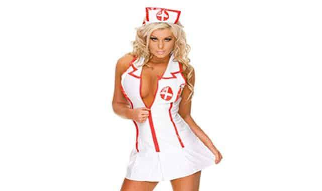 25 Et si vous deveniez une infirmière sexy qui adore tuer ses patients le temps d'une soirée. Aussi sexy que démoniaque