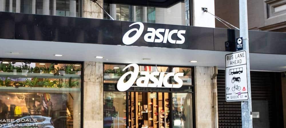 Asics présente ses excuses après la diffusion… de porno dans un magasin !