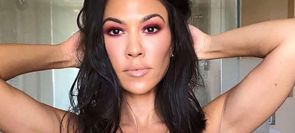 Kourtney Kardashian ultra sexy: talons et corset en dentelle, elle fait chavirer Instagram !