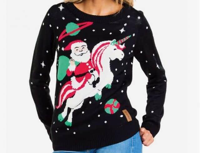 20 Les rennes c'est dépassé, cette année le père Noël se balade en traîneau tiré par une licorne