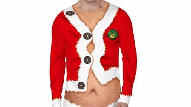 4 Un imprimé d'un père Noël presque torse nu avec les poils dehors. Il te faudra du caractère pour l'assumer ce 20 décembre